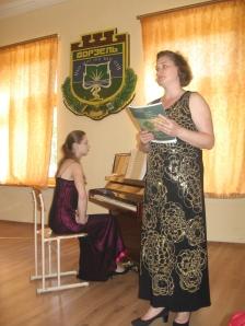 Ведущая Елена Гусак и концертмейстер Илона Шуляк